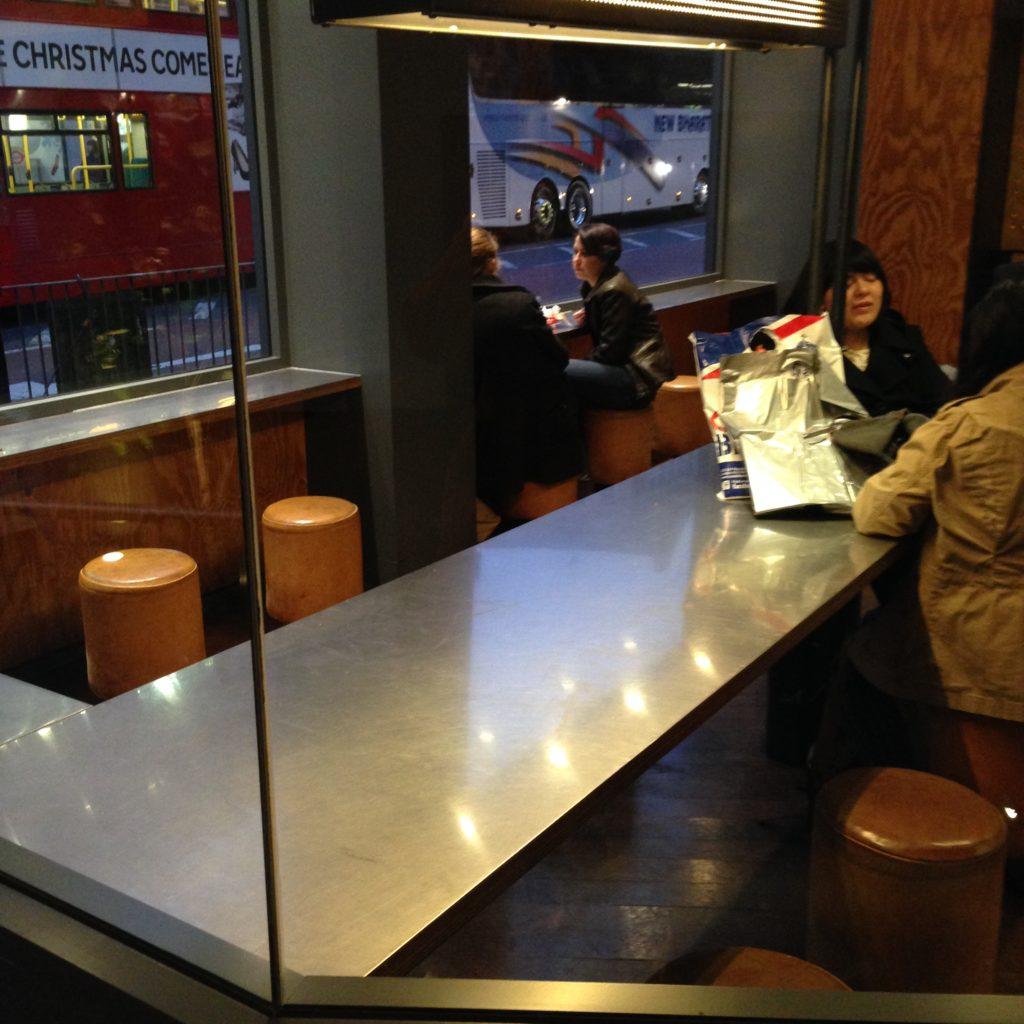 Fast food communal table